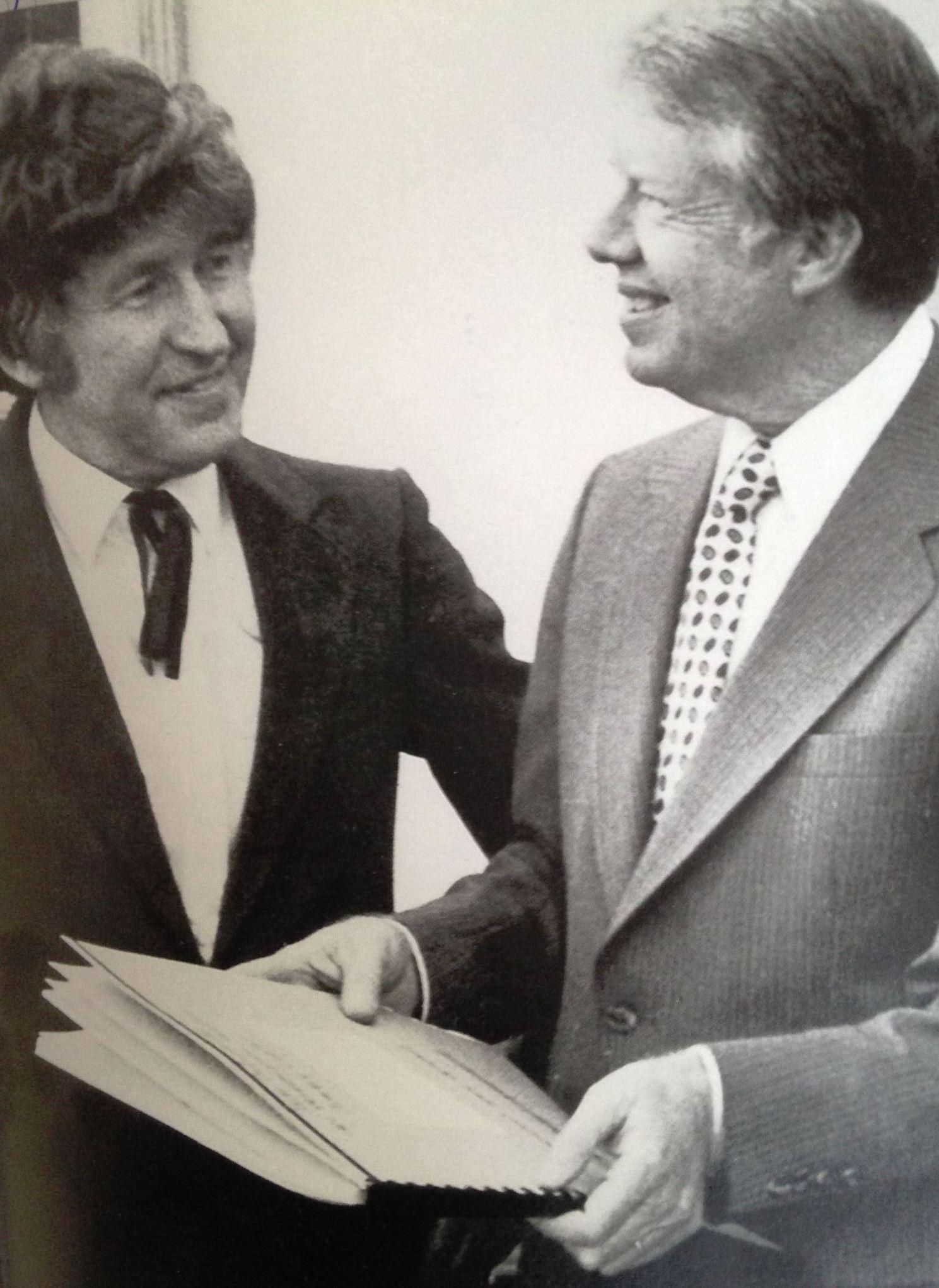 """Mit US-Präsident Jimmy Carter, dem die eigens für ihn komponierte """"Friedensmesse"""" überreicht wurde (1978)"""