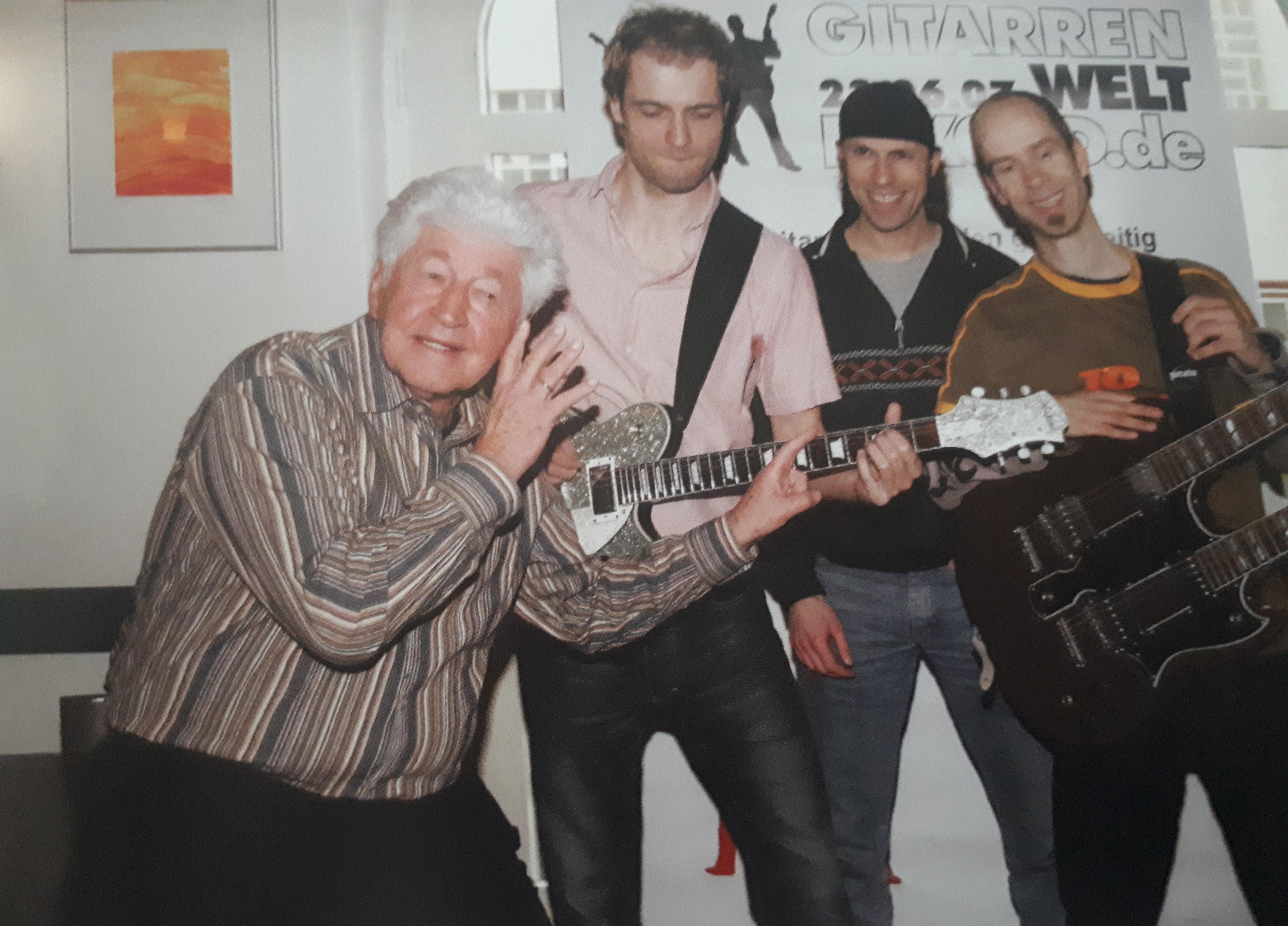 Bei einem Pressetermin für den Gitarrenweltrekord (2007)